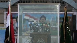 عبد العزيز الحكيم، زعيم المجلس الأعلى الإسلامي العراقي في بغداد، العراق.
