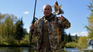Владимир Путин поймал рыбу