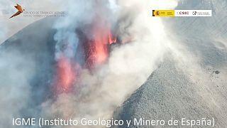 Captura de un vídeo captado por un dron sobre el volcán Cumbre Vieja de La Palma