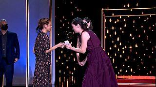 La ganadora de la Concha de Oro recoge el premio