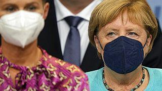 Angela Merkel durante el discurso de su candidato Amin Laschet. Decepción en las filas cristianodemócratas.