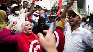 Tunus'ta Cumhurbaşkanı Kays Said protesto edildi
