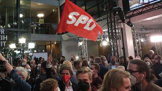 شادی سوسیال دموکراتها از پیشتازی در انتخابات پارلمانی آلمان پس از اعلام نتایج اولیه