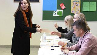 Voksol az izlandi kormányfő, Katrin Jakobsdottir a szeptember 25-i parlamenti választásokon