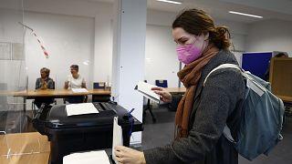 Almanya'da seçmenler sandık başında