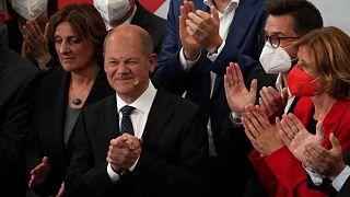 أولاف شولتز، مرشح الحزب الديمقراطي الاشتراكي لمنصب المستشار  بعد انتخابات البرلمان الألماني في مقر الحزب الاشتراكي الديمقراطي في ألمانيا.