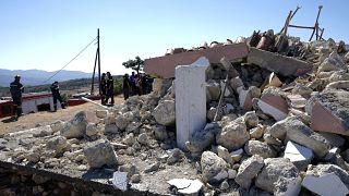 Спасатели работают в районе церкви, где погиб рабочий