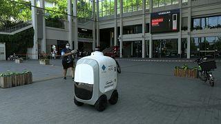 روبوت في الفلبين متخصص بإيصال الطلبات المنزلية