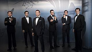 Archives : Les répliques en cire des 6 acteurs ayant endossé le costume de James Bond, exposées au musée Madame Tussauds - photo du 04/10/2016