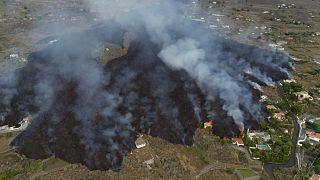 """شاهد: هكذا نجا """"المنزل المعجزة"""" من الحمم البركانية المتدفقة من بركان لا بالما"""