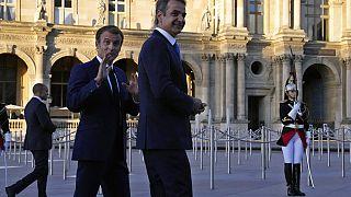 Κυριάκος Μητσοτάκης και Εμανουέλ Μακρόν στο μουσείο του Λούβρου