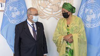 نائبة الأمين العام أمينة محمد ووزير الخارجية الجزائري رمطان لعمامرة ، في مقر الأمم المتحدة.