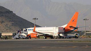 هواپیمای شرکت کام ایر در فرودگاه بینالمللی کرزای