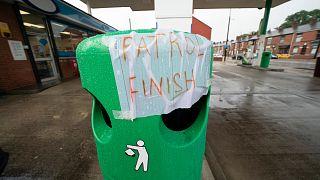 İngiltere'de bir benzin istasyonu