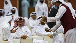 عشرات الأشخاص لحضور كلمة المرشح  سعيد البورشيد في أول انتخابات لمجلس الشورى مدينة الوكرة، قطر.