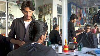 طالبان تمنع حلق أو تشذيب اللحى.