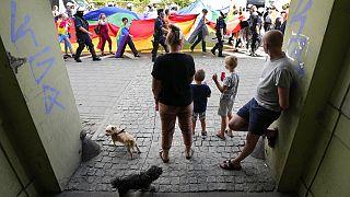 Felvonulók Lengyelország egyik legkatolikusabb régiójában augusztus 21-én, a 3. Egyenlőség Parádén