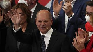 أولاف شولتس وزير المالية والمرشح عن الاشتراكيين الديمقراطيين الذي فاز بفارق ضئيل بالانتخابات