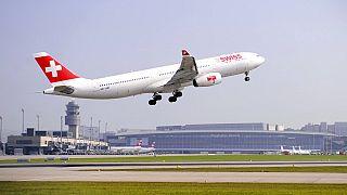 Flugzeug der Swiss Air hebt vom Flughafen Zürich ab, 28.9.2009
