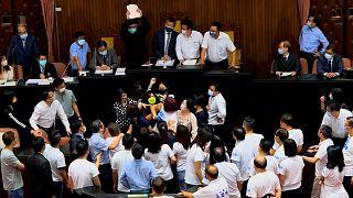 درگیری در پارلمان تایوان در جریان یک سخنرانی مهم سیاسی