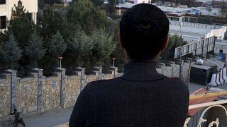 يخاف المثليون في أفغانستان من إظهار وجوههم عندما يتحدثون إلى الإعلام