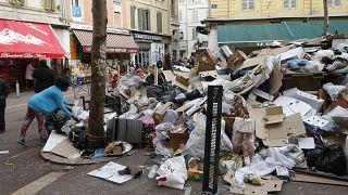 تراكم صناديق القمامة في مرسيليا.