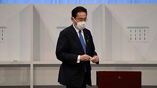 انتخاب وزير خارجية اليابان السابق رئيساً للحزب الحاكم تمهيدا لتوليه رئاسة الحكومة