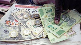 """Zimbabwe : des comptes gelés pour """"trafic de devises étrangères"""""""