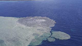 وصول الحمم البركانية إلى المحيط في جزر الكناري.