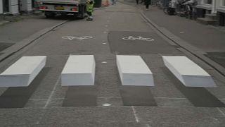 """شاهد: معابر مشاة """"ثلاثية الأبعاد"""" في الدنمارك لتحقيق عبور آمن للمشاة"""