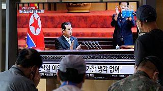 """كيم جزنغ أون أمام """"المجلس الأعلى للشعب"""": منذ تسلمت الإدارة الأميركية الجديدة مهامها فإن التهديد العسكري للولايات المتحدة وسياستها العدائية ضدنا لم يتغيرا على الإطلاق"""