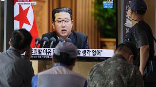 Kim Jong-un abre linha de diálogo com Coreia do Sul
