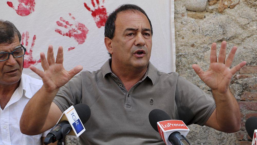 Domenico Luccano: Mantan walikota Italia dihukum karena membantu migrasi ilegal