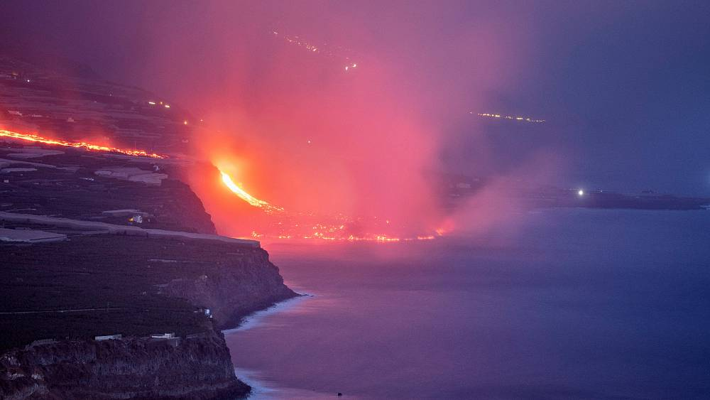 Gunung berapi La Palma: Lava yang mengalir ke laut memperluas pulau Spanyol