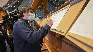 La Corte suprema spagnola non molla Puigdemont e contatta Eurojust