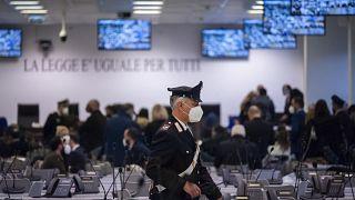 محاكمة  أكثر من 300 متهم من عناصر المافيا، بالقرب من بلدة لاميزيا تيرمي في كالابريا ، جنوب إيطاليا ، الأربعاء 13 يناير 2021