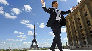 Archives 1 mai 2012, le président français Nicolas Sarkozy accueillant ses supporters sur la place du Trocadéro à Paris.