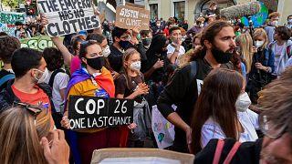 غريتا تونبرغ خلال مشاركتها في مسيرة لأجل المناخ في ميلان