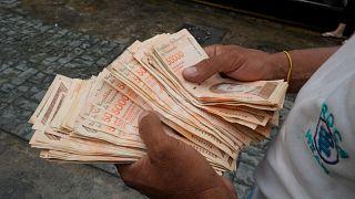 Hat nullával kevesebb van az új venezuelai bankjegyeken