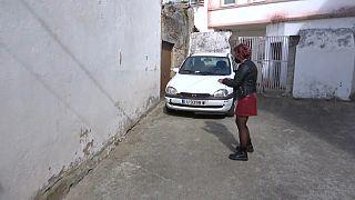 Paloma muestra el lugar en el que se produjo la filmación sin su consentimiento mientras orinaba