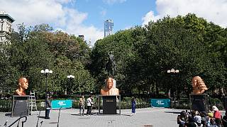 """Wandel ist da"": George Floyd als Goldstatue in New York"