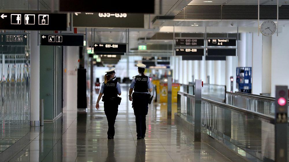 Bandara Jerman ditutup setelah peluru mortir hidup ditemukan di ransel turis