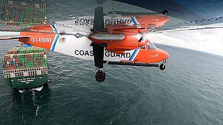"""L'avion """"renifleur"""" des garde-côtes belges survolant un navire en mer du Nord, le 30/09/2021"""