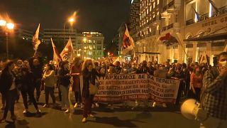 Capture d'écran d'une vidéo APTN - manifestation d'enseignants à Athènes, le 01/10/2021