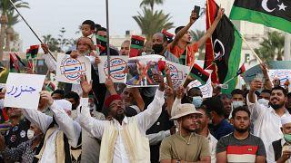 ليبيون يحنجون على حجب البرلمان الثقة من الحكومة الانتقالية. طرابلس 2021/09/24