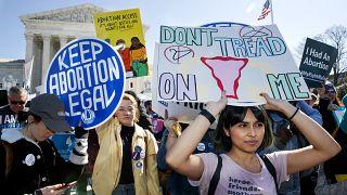 داعمون لحق الإجهاض يتظاهرون أمام مقر المحكمة العليا في واشنطن. 2020/03/04