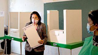 Presidente Salome Zurabishvili no exercício do voto em Tbilissi