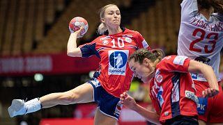Norveç - Danimarka kadınlar hentbol müsabakası
