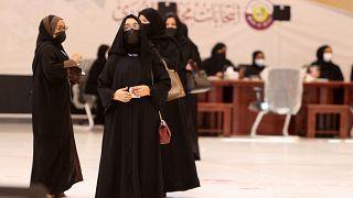قطريات بانتظار الإدلاء بأصواتهن في انتخابات مجلس الشورى