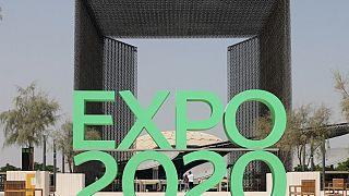 أمام أحد مداخل موقع إكسبو 2020 في دبي